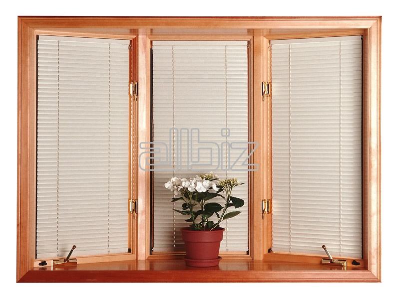 欧式门旁边的窗户的图片